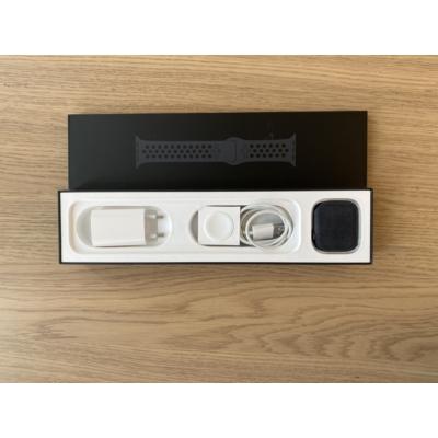 Apple Watch Series 5 44mm SpaceGray Al. Case Black Sport Band, kiállított termék