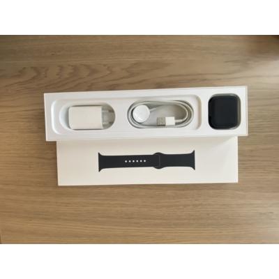 Apple Watch Series 5 44mm Space Gray Al. Case Black Sport Band GPS, kiállított termék